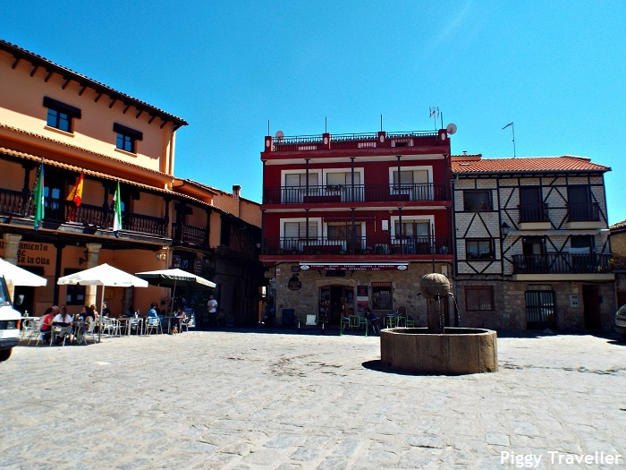 Plaza Mayor, Garganta la Olla