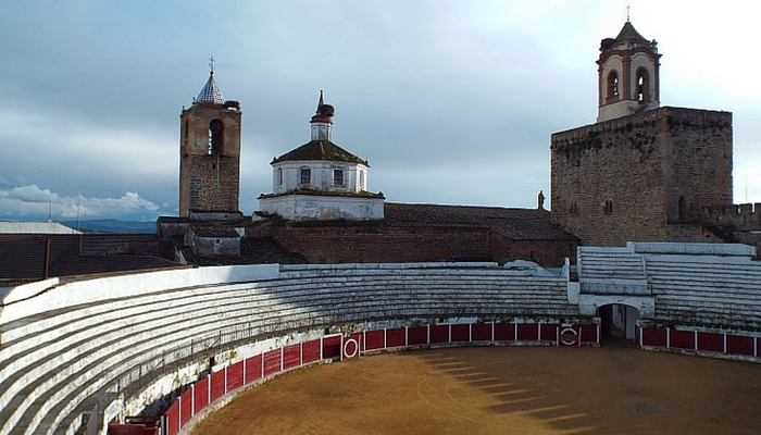 Fregenal de la Sierra, or the bullring inside a Templar castle