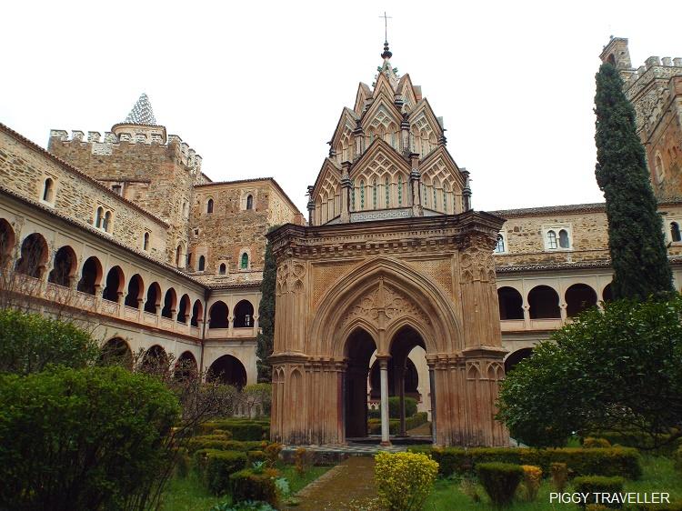 mudejar cloister, guadalupe monastery