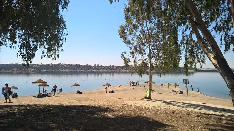 Swimming in Extremadura: the Orellana reservoir