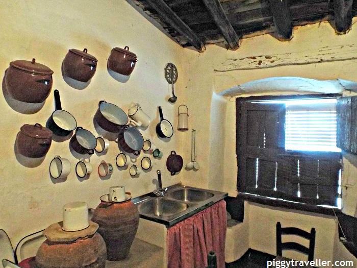 Strange house in Alburquerque - Kitchen