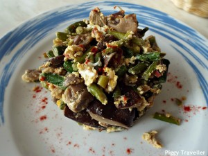 Extremadura-style scrambled eggs with wild mushrooms and asparagus