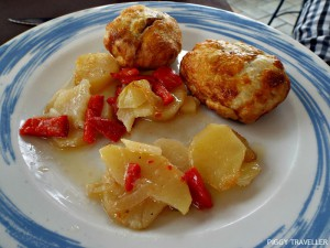 Iberian pork with Iberian paté and caramelized onion