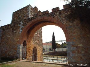 Walls, Llerena