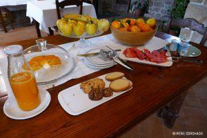 Accommodation in Sierra de Gata_El Cabezo_breakfast table
